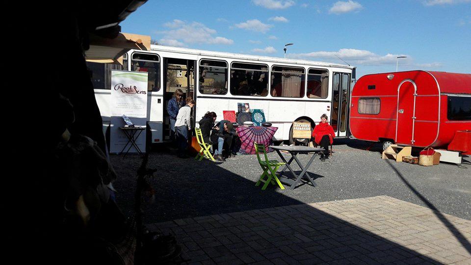 caravane et bus.jpg