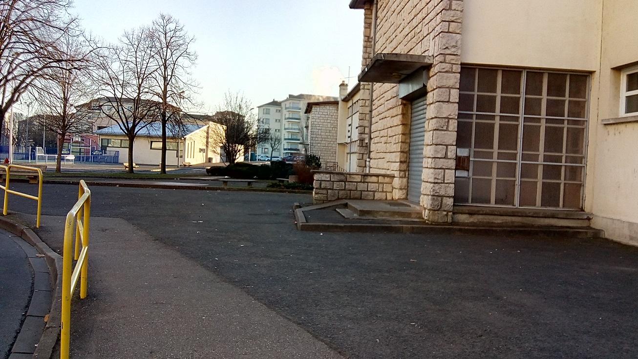Ecole Jean Bonthoux vue de la rue h boucher.jpg
