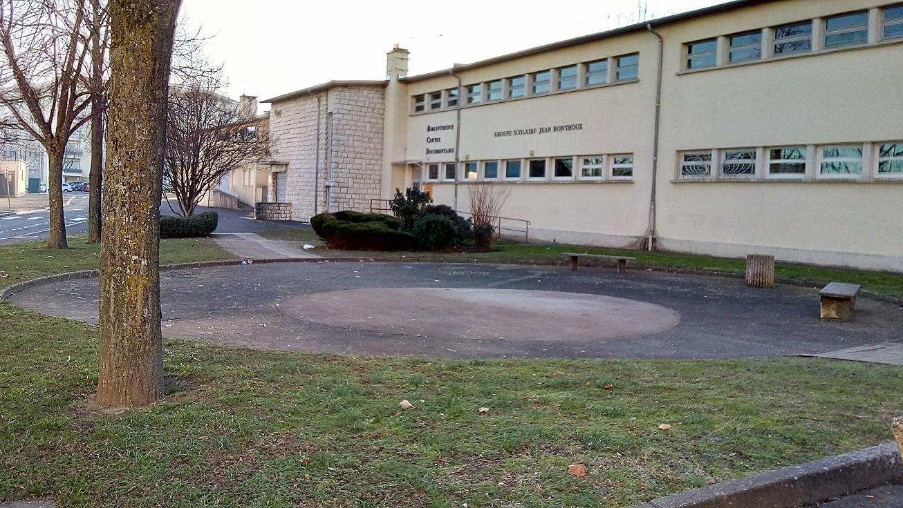 groupe scolaire bonthoux depuis la rue h boucher.jpg