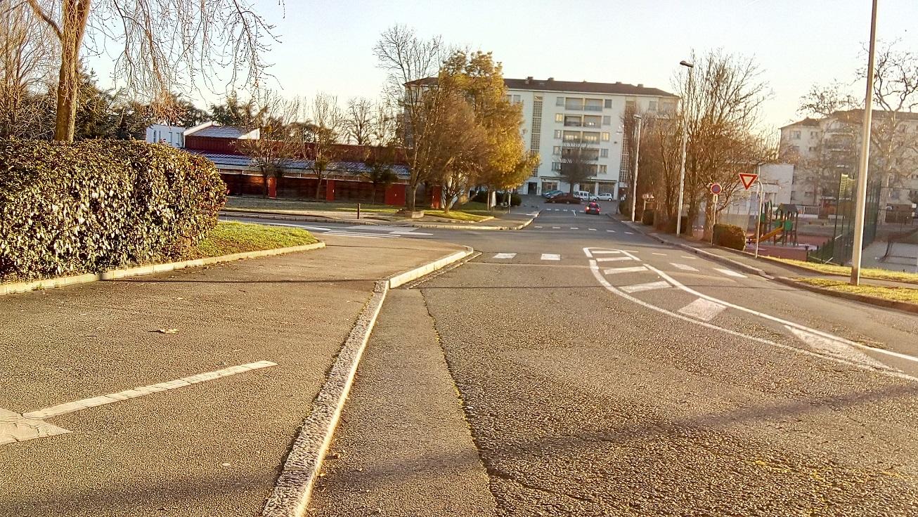 vue sur place laurent bonnevay depuis la rue p guillermet.jpg