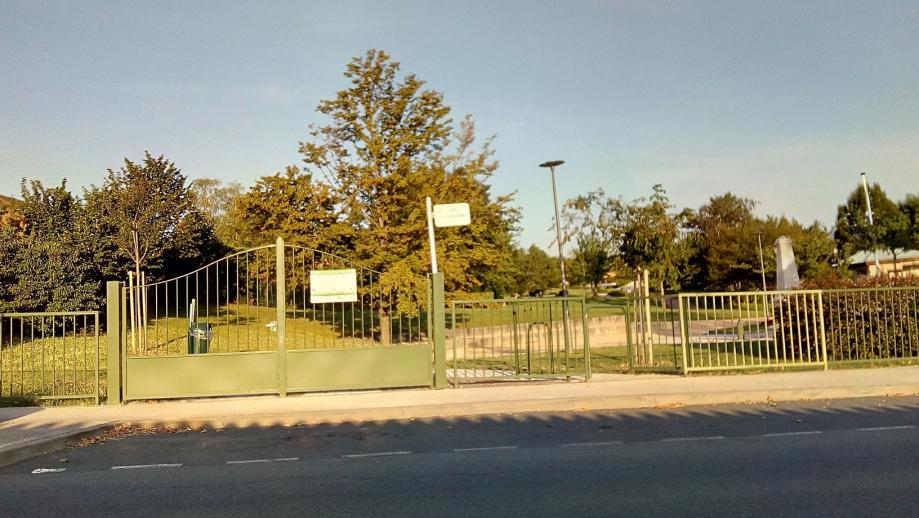 Limas jardin entrée avenue de la libération.jpg