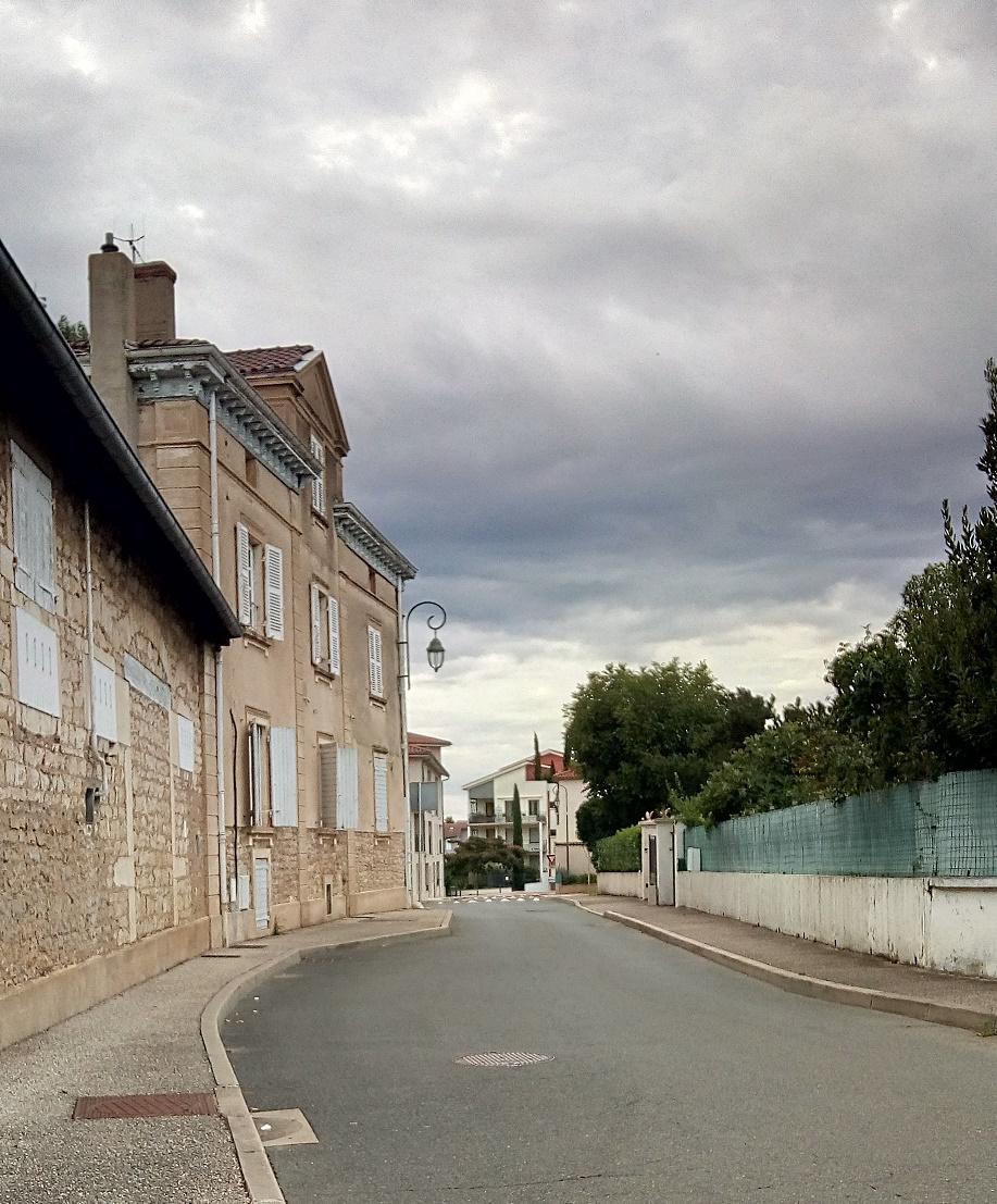 autre vue sur la résidence Colette et le ciel nuageux a son charme.jpg