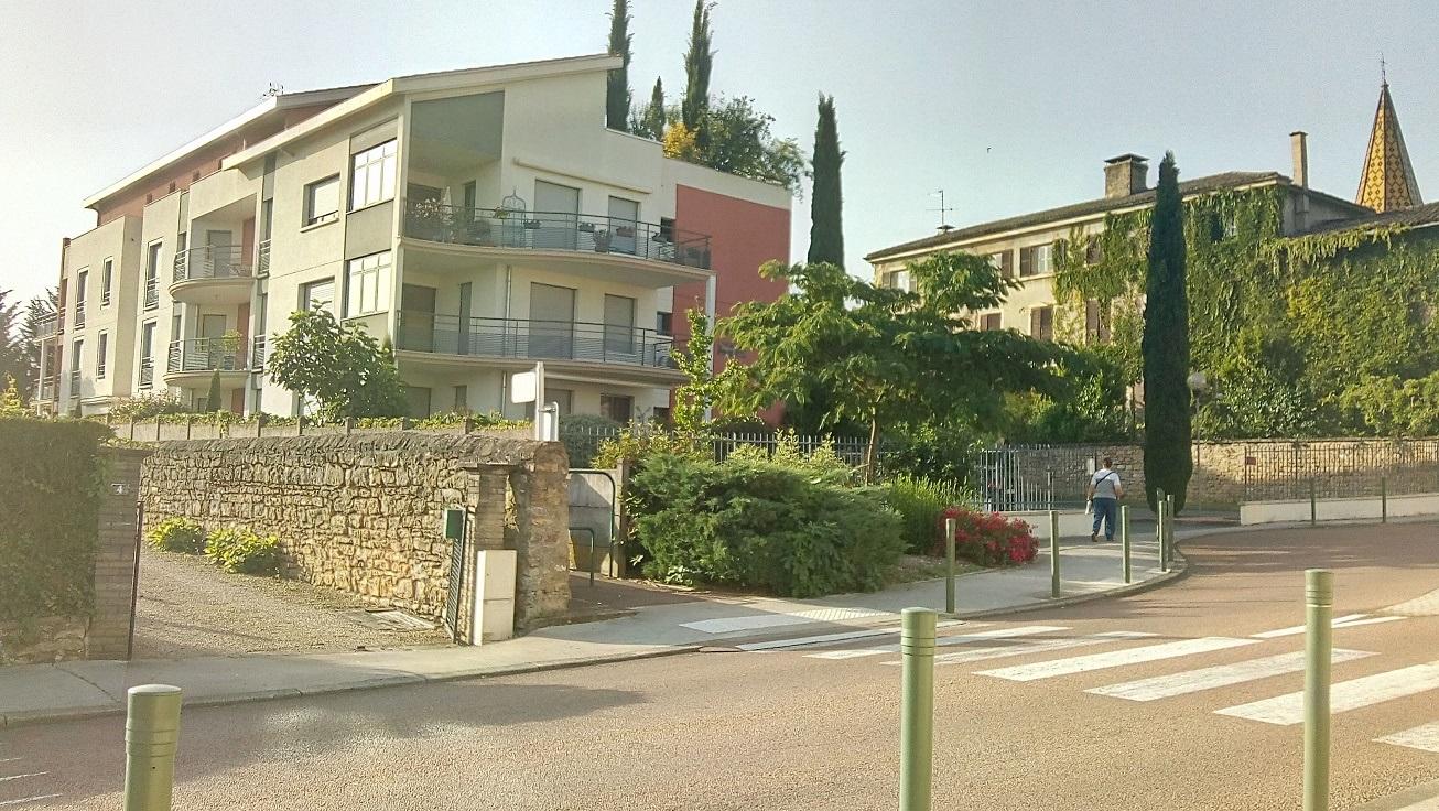 Limas magnifique la résidence Colette juste à l'entrée du bourg.jpg