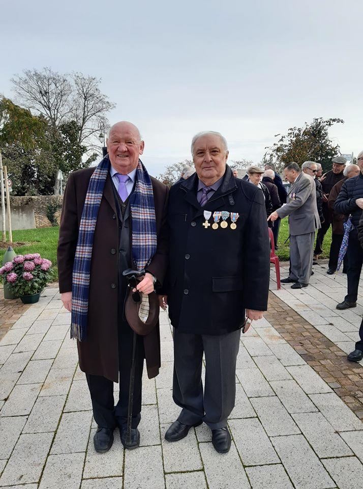 Jacky batail président du monde combattant a remis la croix du comattant à Raymond Dauwalder 11 11 2019 affecté à colomb béchar en 1963 au CIES.jpg