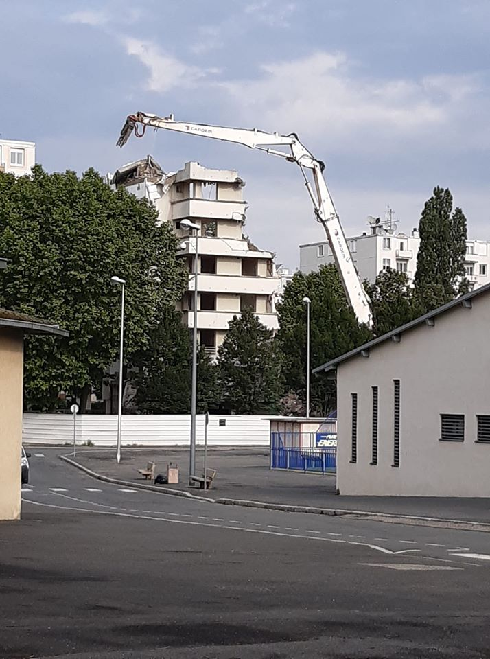 10 juin 2020 a  8 h 30 demolition fin de la barre.jpg
