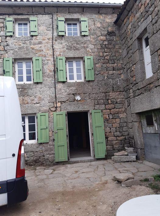 Au Mazel aout 2021 maison de Valentin Nauton jouxtant celle de ses grands-parents sur trois niveaux avec vue imprenable aout 2021 et des travaux à n'en plus finir.jpg