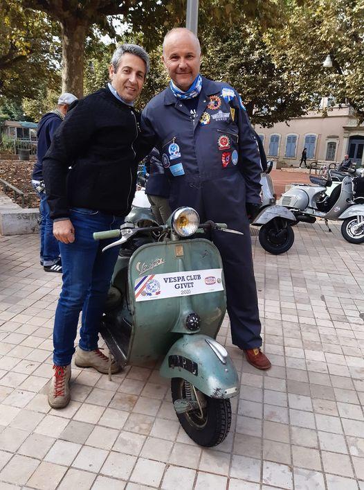 Le président du Vespa club de Givet a roulé une bonne partie de la nuit pour arriver à temps à Villefranche 18 09 2021.jpg