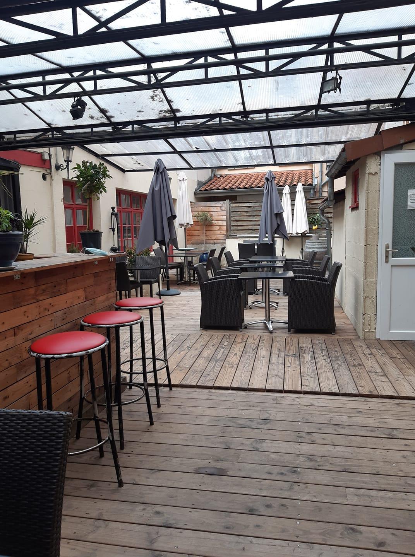 19 mai 2021 au b 35 rue de la barmondiere Guillemette a ouvert sa terrasse apres le covid.jpg
