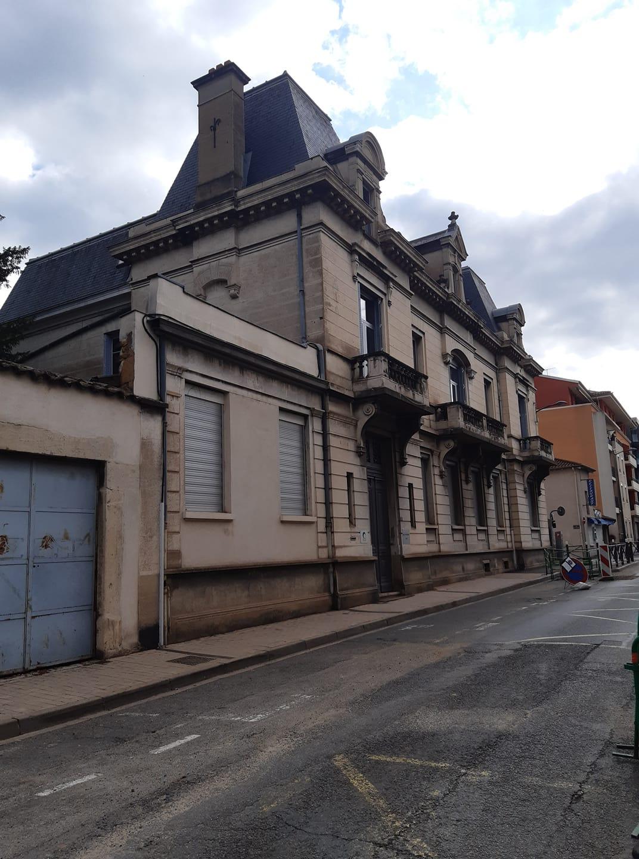 très belle bâtisse style chateau rue victor hugo juste avant le restaurant chez Claudette 31 07 2021.jpg
