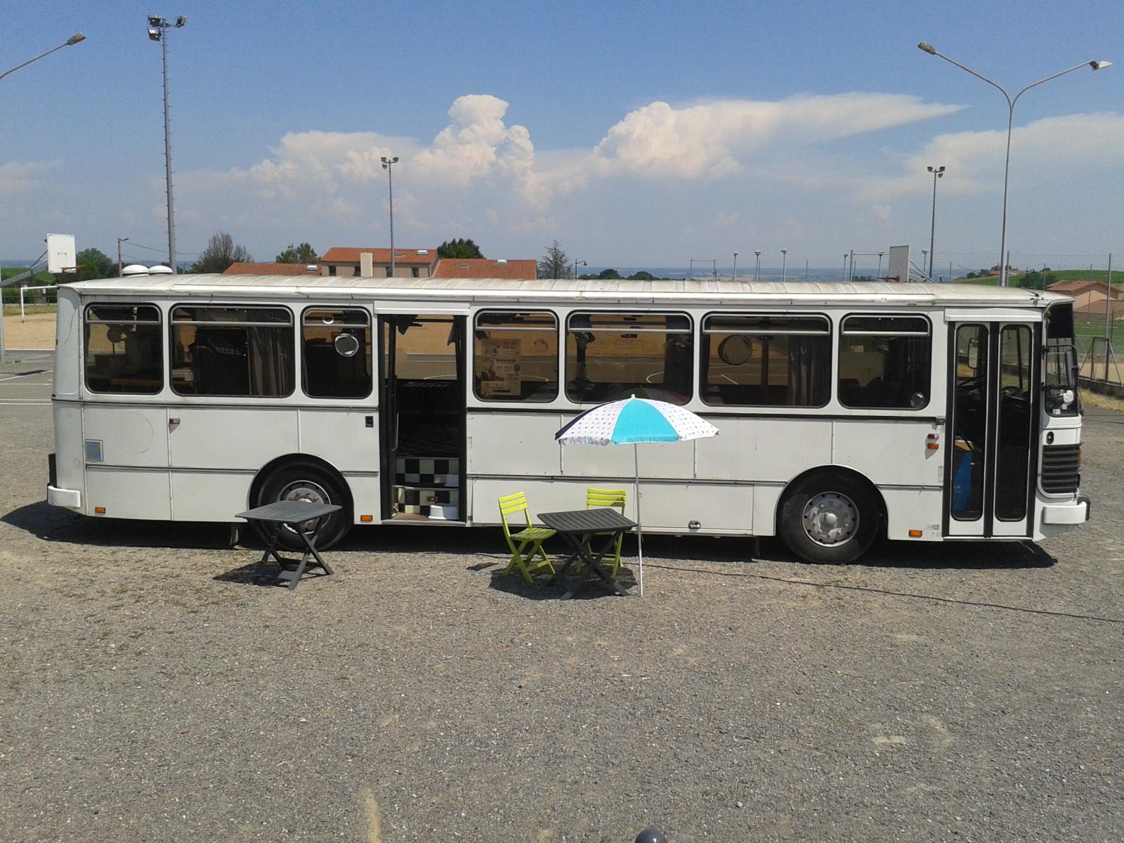 Esthéticienne Le Bois D Oingt le bus du bonheur en beaujolais.. avec le comptoir des