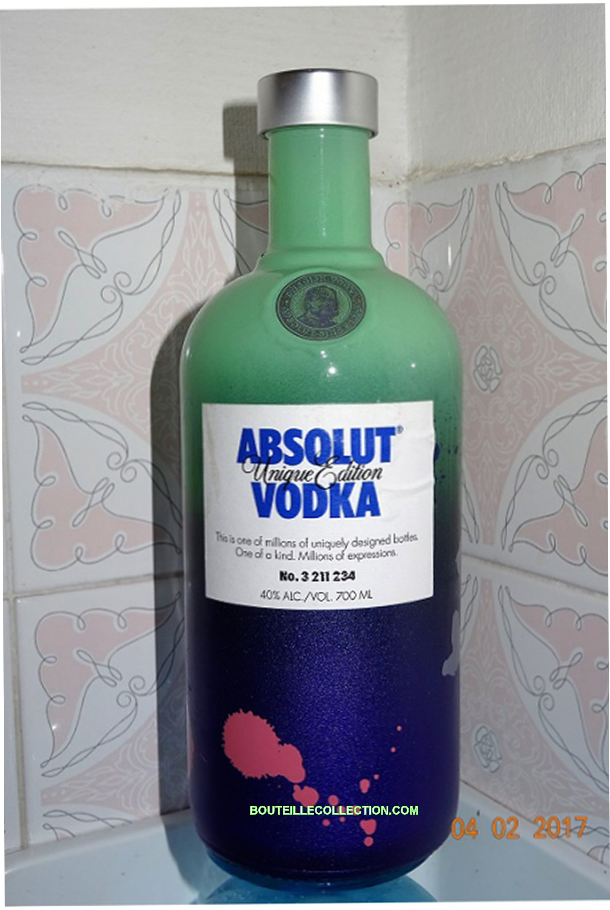 ABSOLUT UNIQUE EDITION 70CL AB .JPG