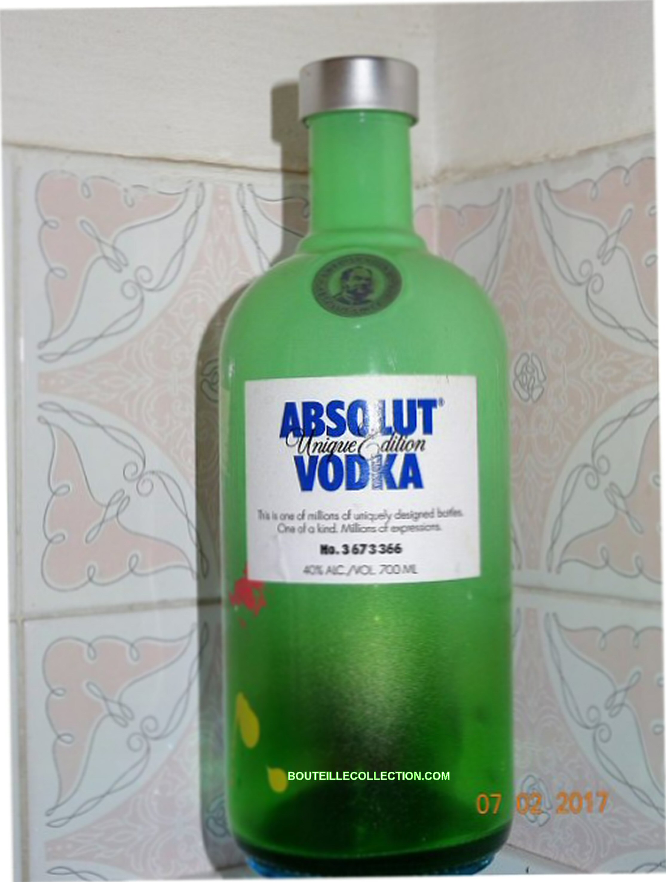 ABSOLUT UNIQUE EDITION 70CL CA 366 .JPG