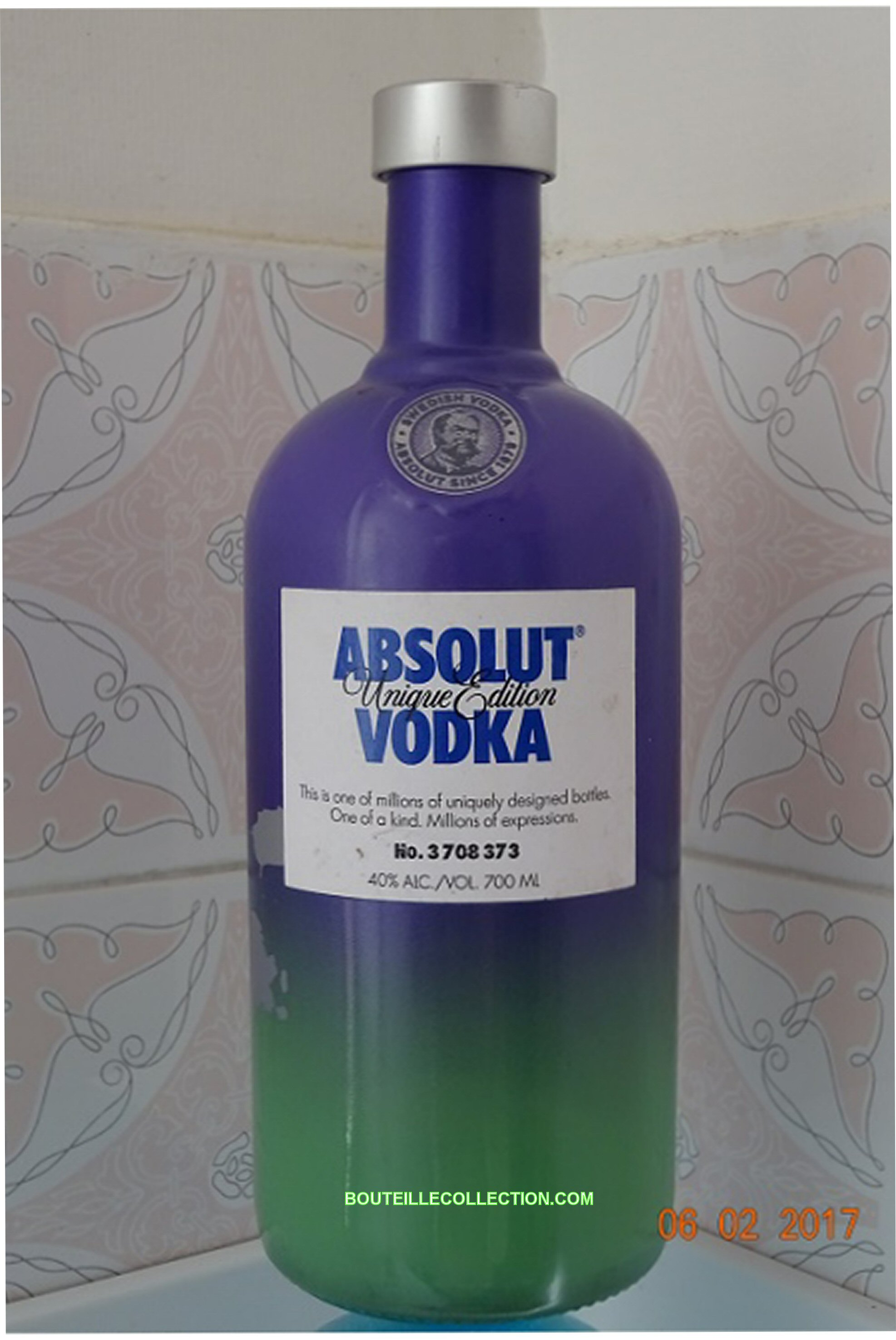 ABSOLUT UNIQUE EDITION 70CL DA 373 .JPG