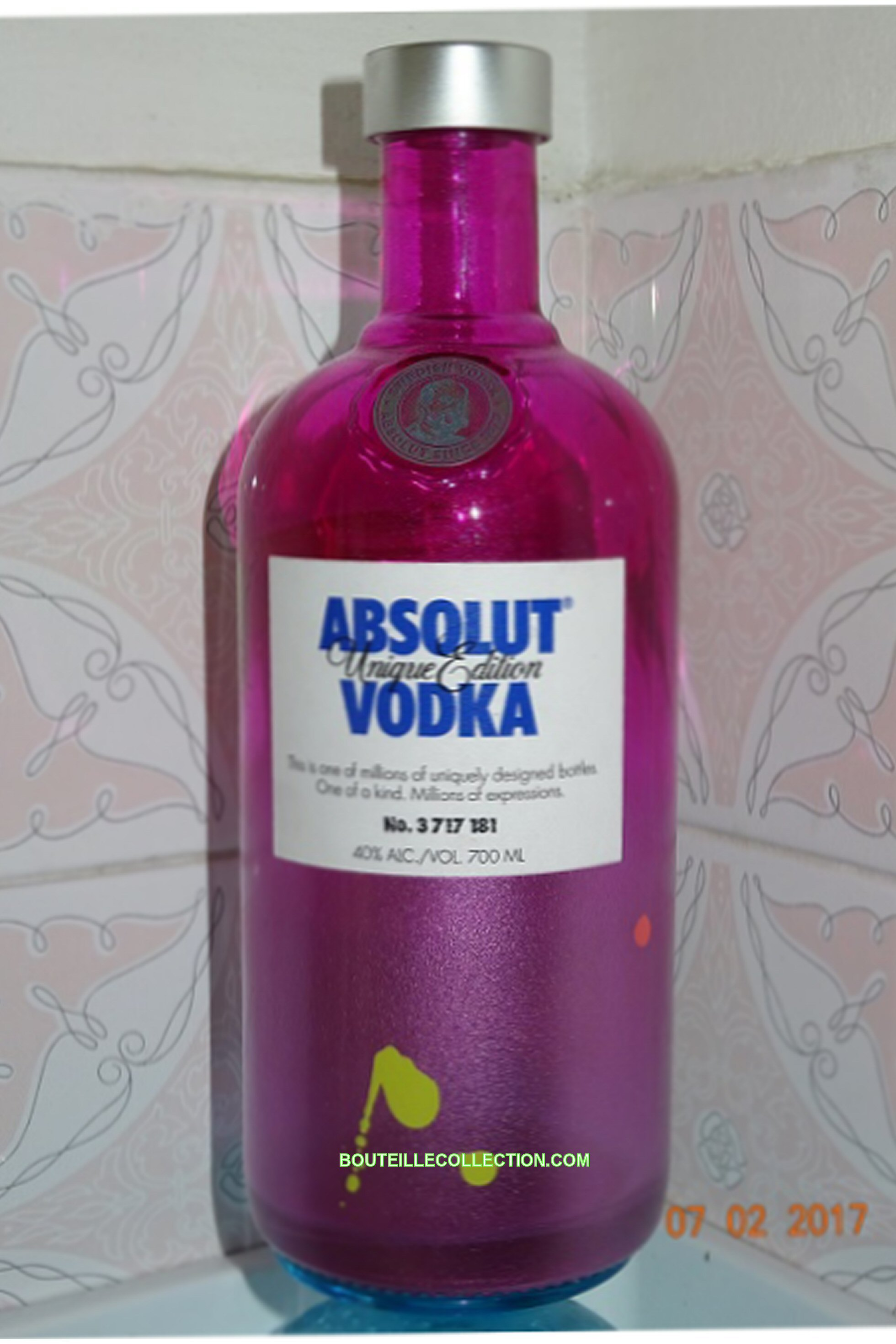 ABSOLUT UNIQUE EDITION 70CL EA 181 .JPG