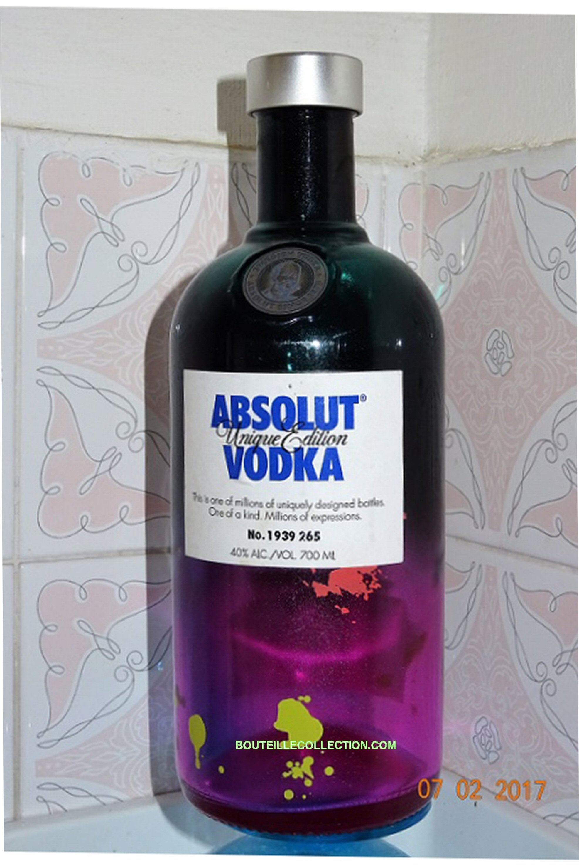 ABSOLUT UNIQUE EDITION 70CL FA 265 .jpg