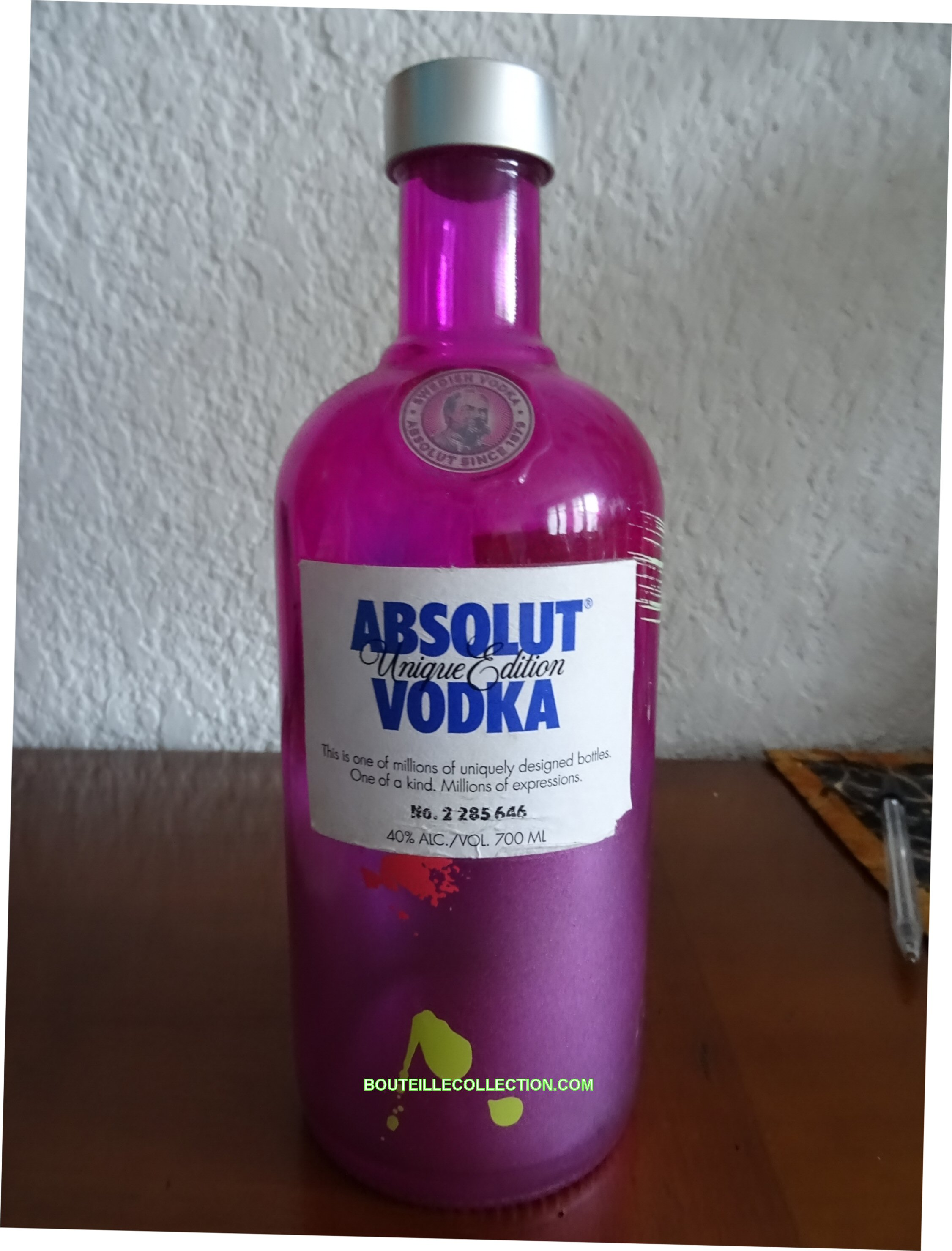 ABSOLUT UNIQUE EDITION 70CL HA 646 .JPG