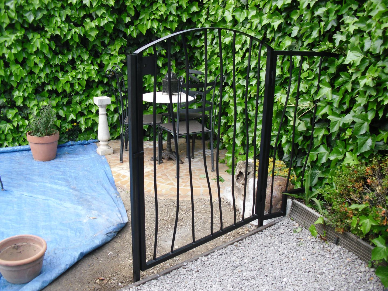 Photos fabricant de grilles de protections pergolas for Portillon 1m20