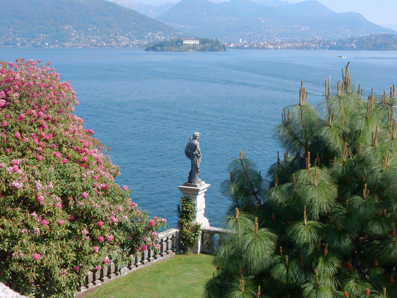 italie dans le jardin d 39 isola bella vue sur le lac le voyage par l 39 image. Black Bedroom Furniture Sets. Home Design Ideas
