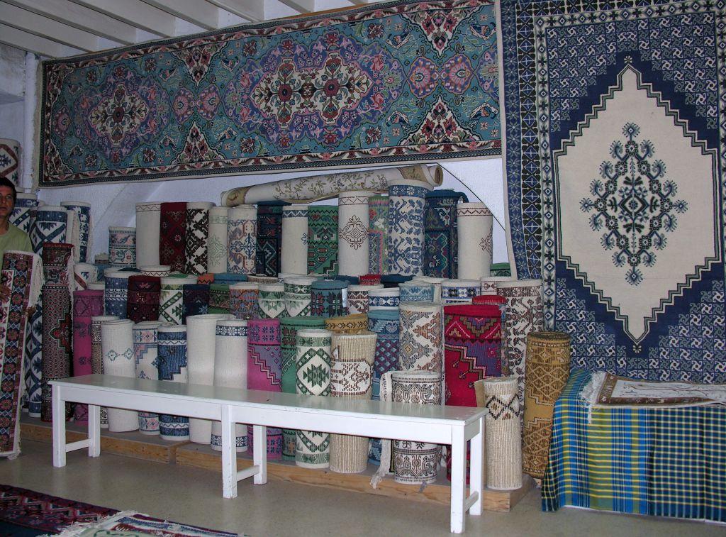 tunisie atelier et boutique de tapis le voyage par l 39 image. Black Bedroom Furniture Sets. Home Design Ideas
