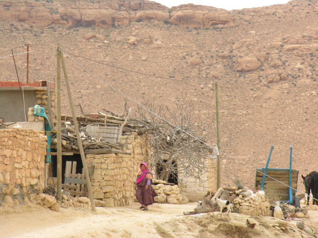 Tunisie habitants en montagne le voyage par l 39 image for Interieur tunisie