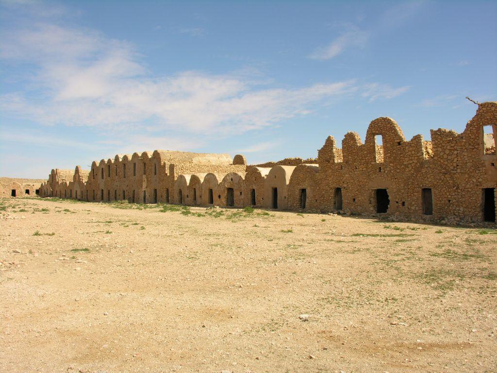 Tunisie ksars tunisiens le voyage par l 39 image for Interieur tunisie