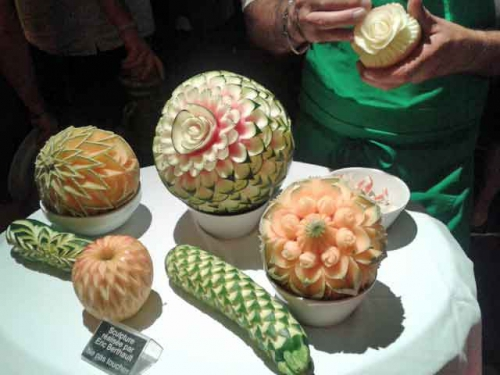 Sculpture-fruits.jpg