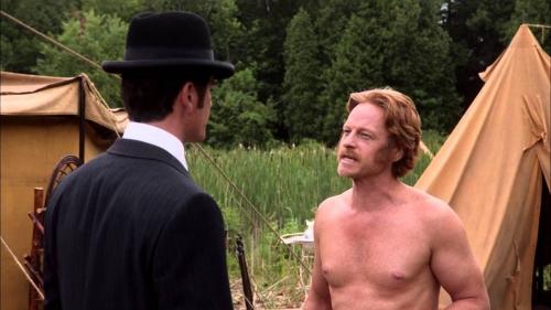 Murdoch et les nudistes.jpg