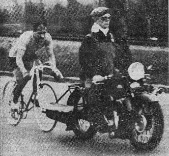 BP 1937 L'Auto-vélo___21 MAI_cropA LAPEBIE DERRIERE VAN CEULEN - Copie_crop.jpg