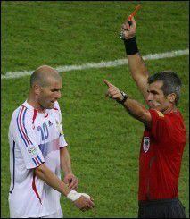 Qu'auriez vous fait à la place de Mr Elizondo après le coup de boule de Zidane ? Pourquoi ?
