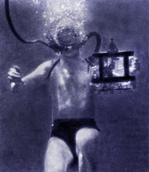 sous l'eau caméra au poing tournage du film le Merveilleux royaume d'après le roman de Pierre Labat.jpg