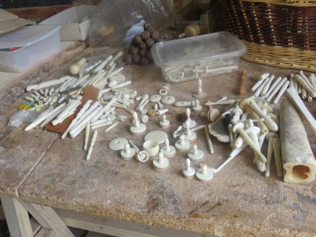objets tournés en os