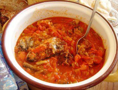 sauce de tomate au poisson frit