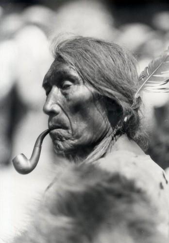 Photo de Ernest Brown (Portrait de Indian Alberta Canada 1886).jpg
