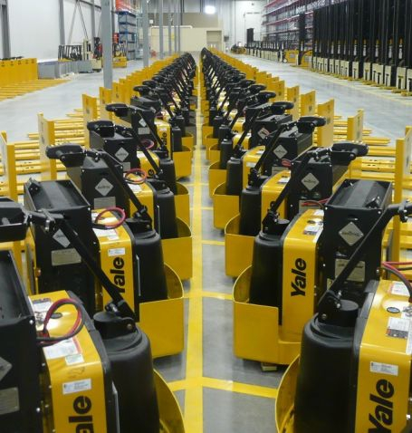 Plug Power FCs with Yale forklifts 10 2011.jpg