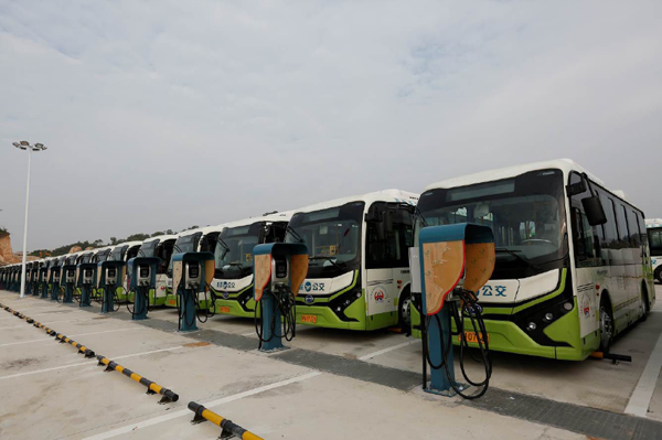 BYD electric buses in operation in china 2016.png