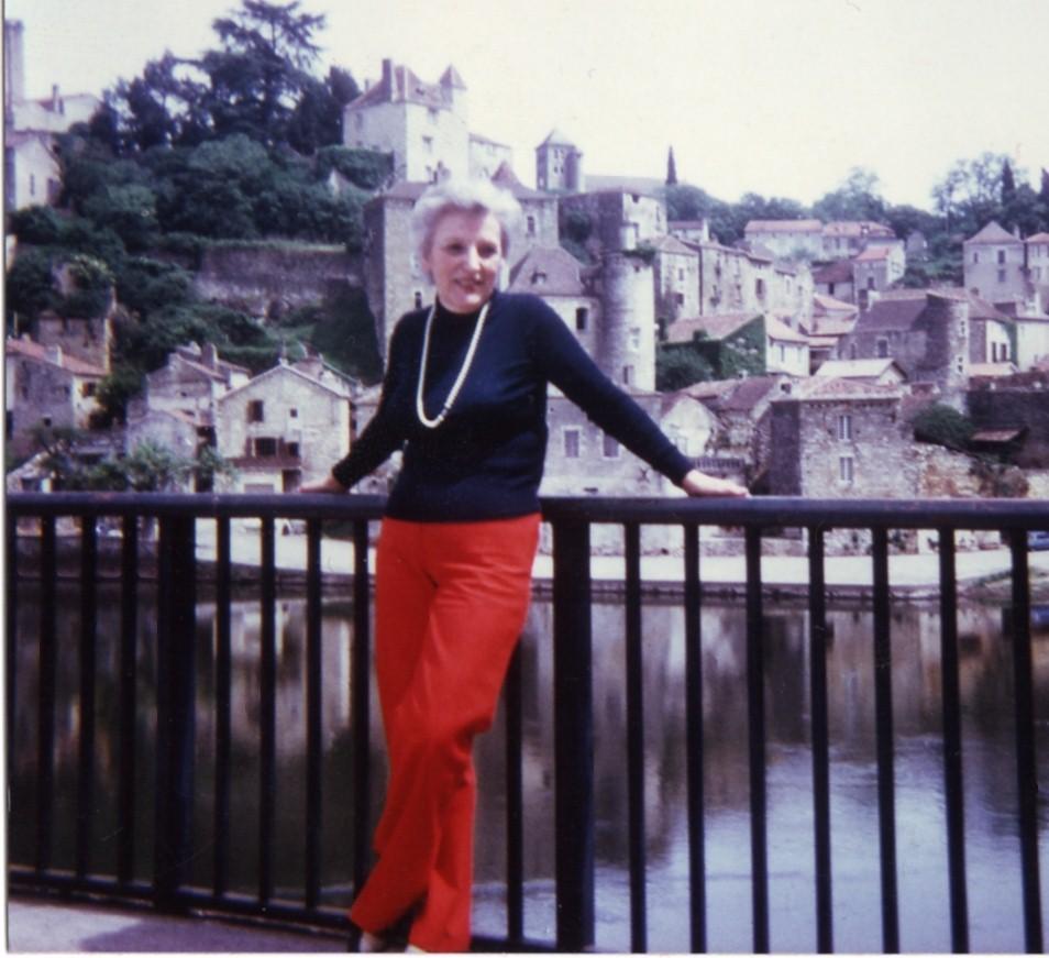 1976 période où elle a commencé à écrire.jpg