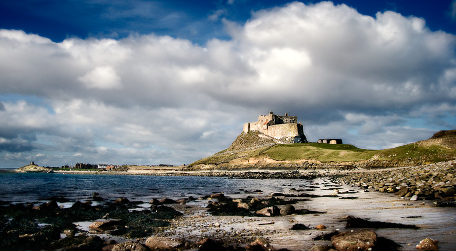 lindisfarne abbaye pillée par les vikings .gif.jpg