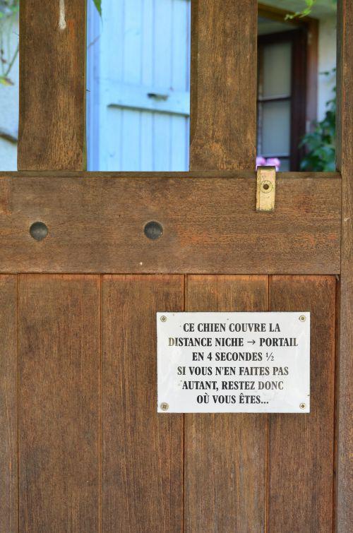 Attention au chien ! A Bozouls - Aveyron