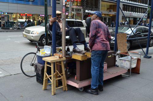 Un cireur de chaussures sur Broadway NYC