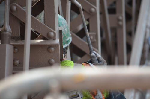 Un travail périlleux sur le Brooklyn Bridge NYC