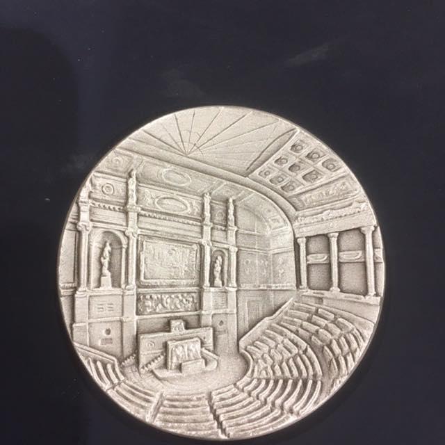 Médaille de l'Assemblée Nationale - Côté Cour.jpg