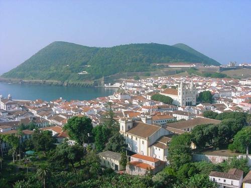 Cidade_de_Angra_do_Heroísmo_ilha_Terceira_Açores.jpg