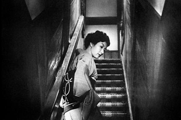 quand-une-femme-monte-l-escalier.jpg