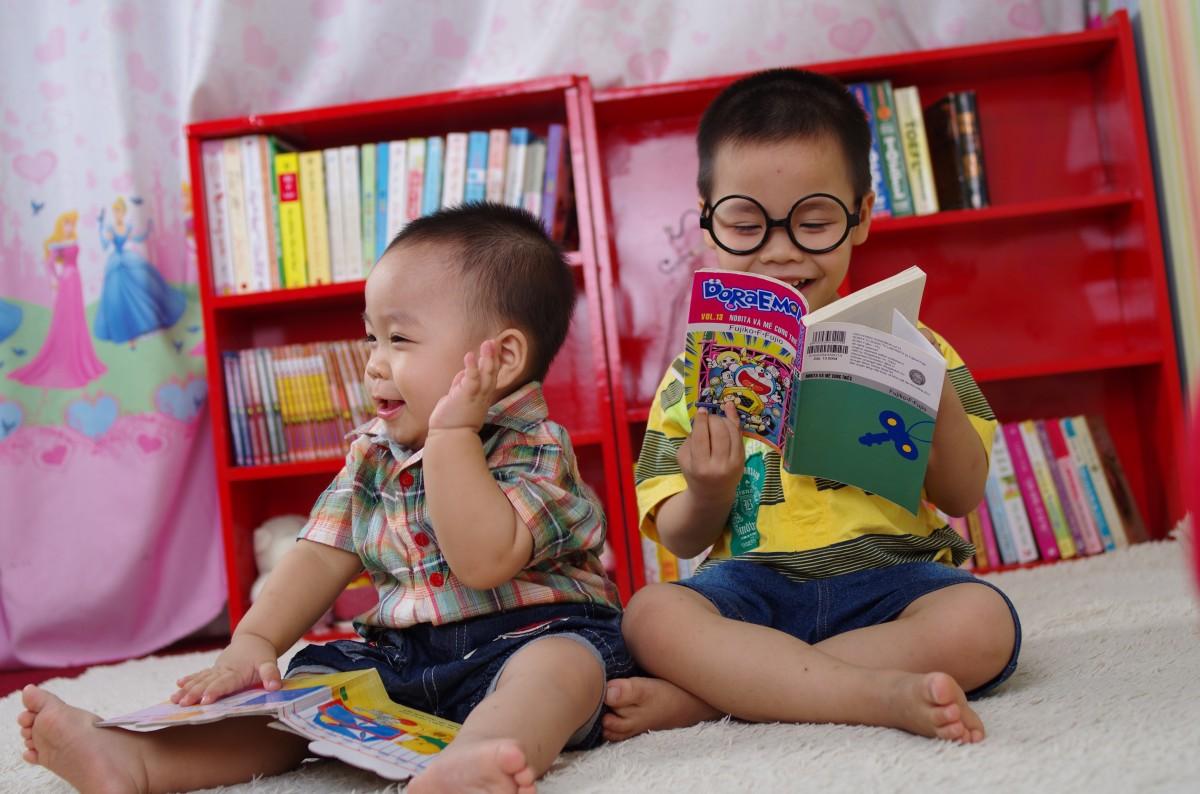 boy_reading_book_glasses_books-697568.jpg!d.jpg
