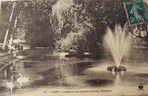 03 Vichy - Le bassin des cygnes prés les Célestins.