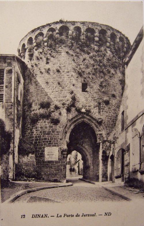 22 Dinan - La porte de Jerzual.