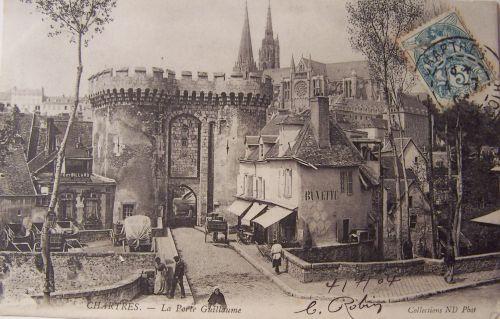 Chartres - la porte Guillaume.