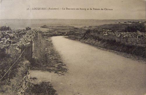29 Locquirec - La descente au bourg et la pointe du château.