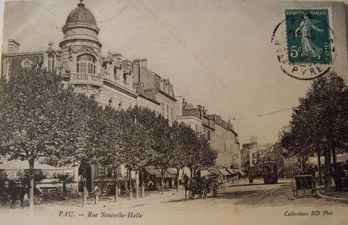 Pau- La rue nouvelle et les halles