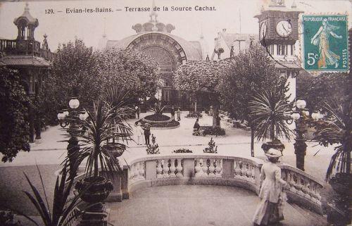 Evian - Terrasse de la source Cachat